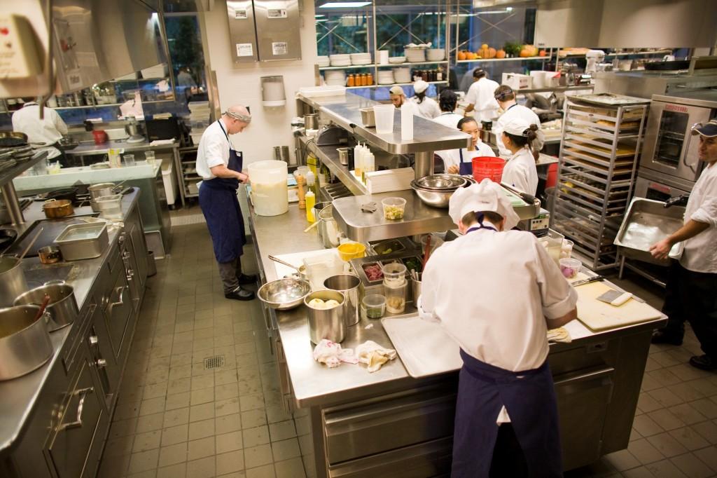 Nama Peralatan Dapur Restoran dan Kegunaannya
